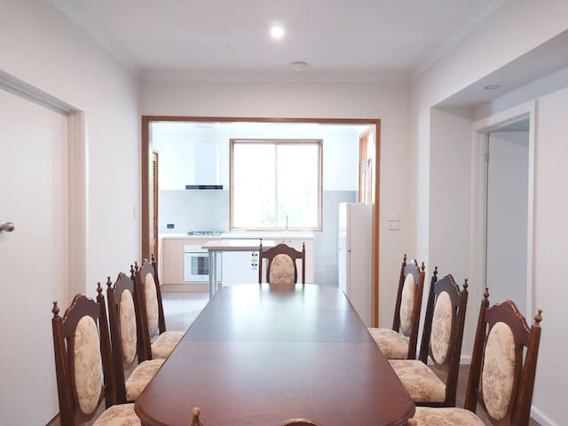 3 BRS house 5 mins to Eastland shopping Centre