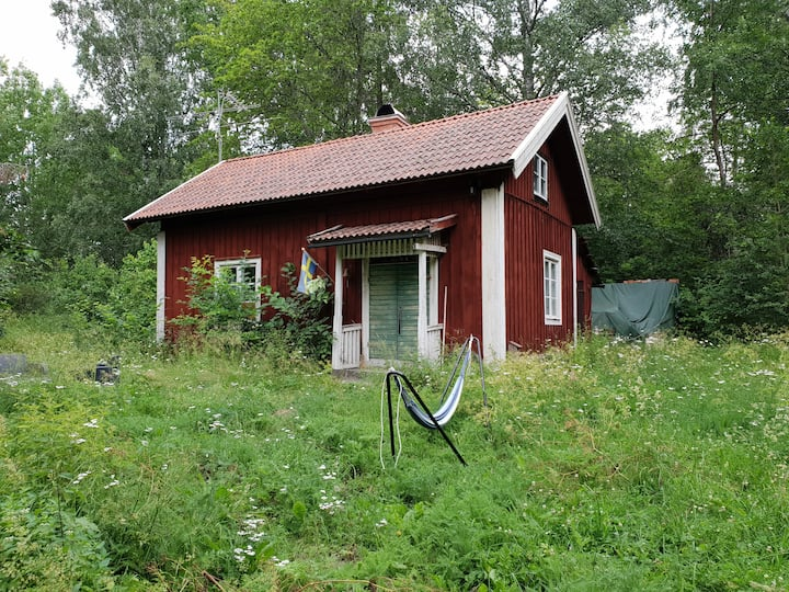 Simple, ca 1,5h from Sthlm, alpacas, beds made
