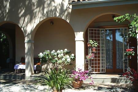 Elegante villa immersa in un parco - Nepi