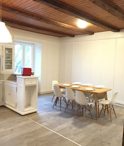 Newly refreshed 6 room's flat in an old farm - Chézard-Saint-Martin - Apartmen