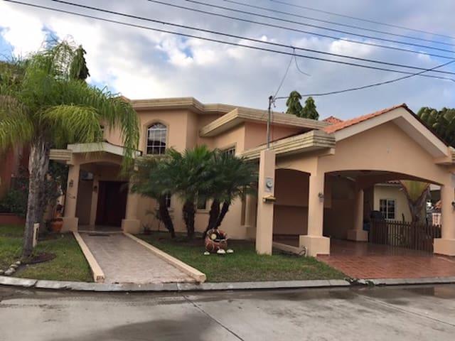 Villas Palermo - San Pedro Sula - Casa