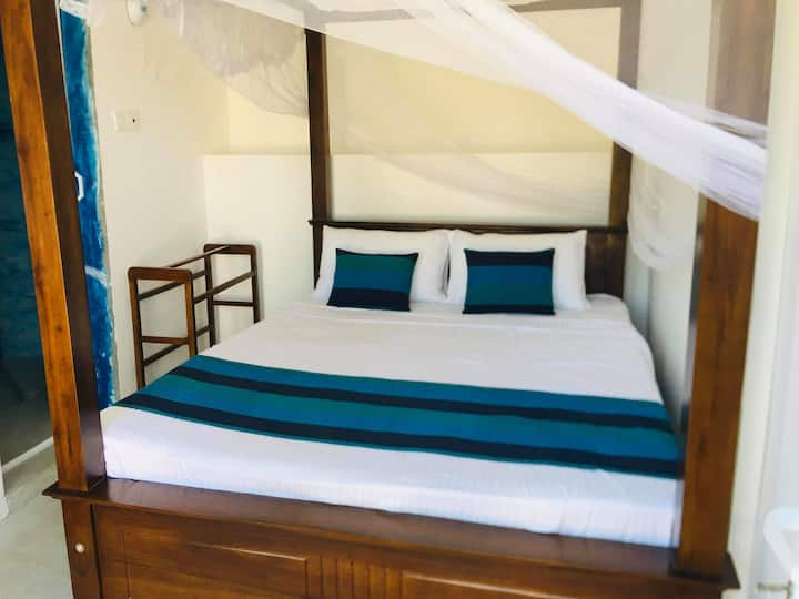 Silver Cloud [Deluxe double room+BF+AC+Hot Water]