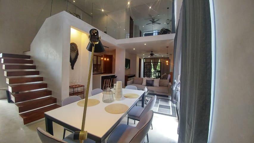 Amazing Loft, 2-Bed, 2-Bath, Rooftop Pool