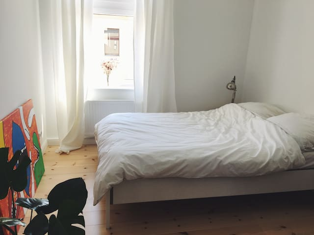 Sunny Guest Room in City Center