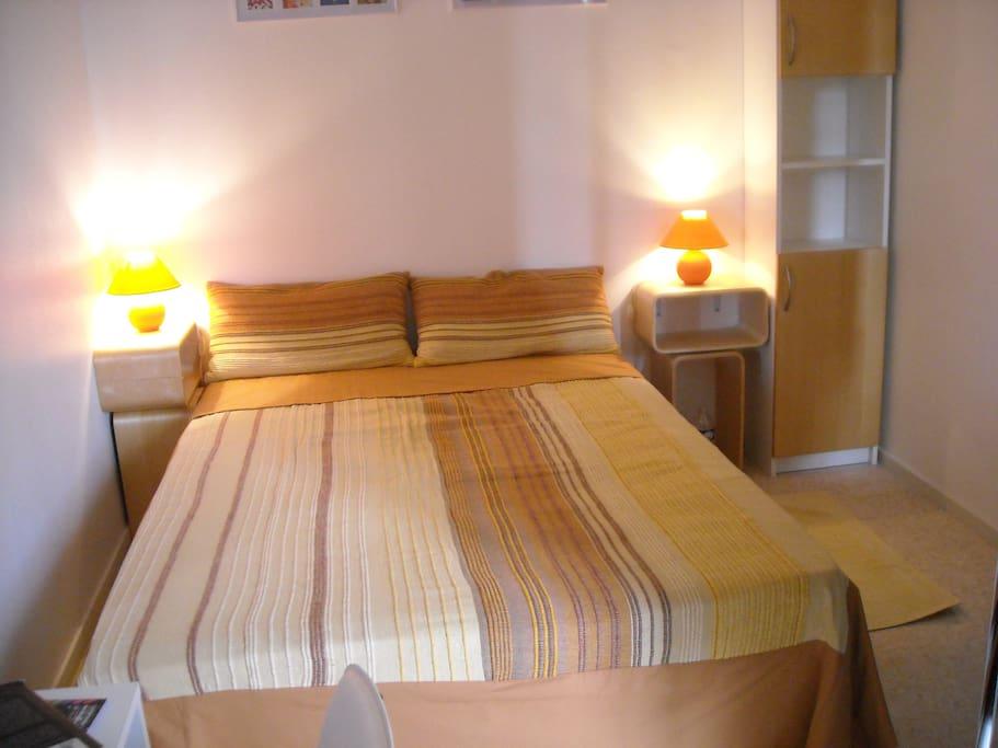 Zone nuit avec lit pour 2 personnes