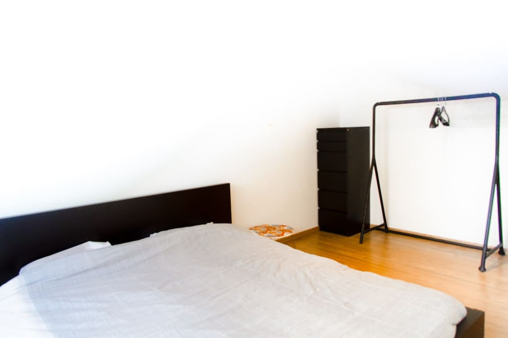 Bedroom: clean and simple with all the comfort