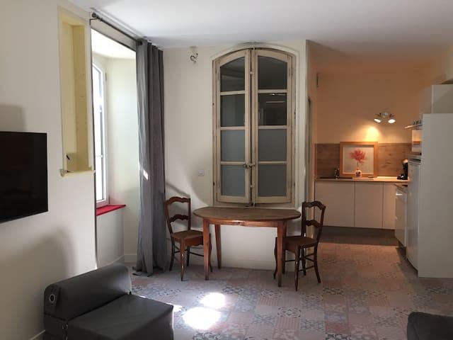 Studio Rouge de la maison du porche - Quinson - Appartement