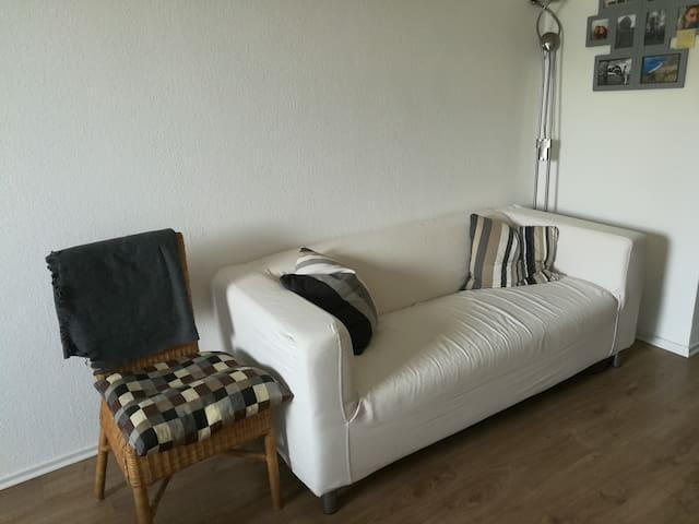Sofa im Schlafzimmer (zu kurz um darauf schlafen zu können!)