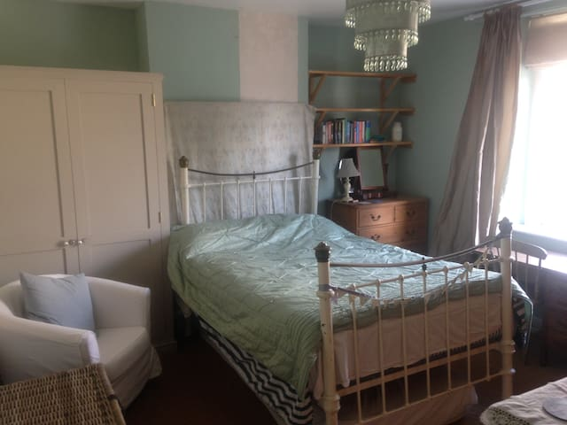 Double room in lovely Victorian home