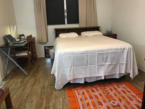 Master bedroom w/private bathroom & parking