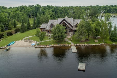 Lorimer Lake Timberframe Dream Home - Parry Sound - Talo