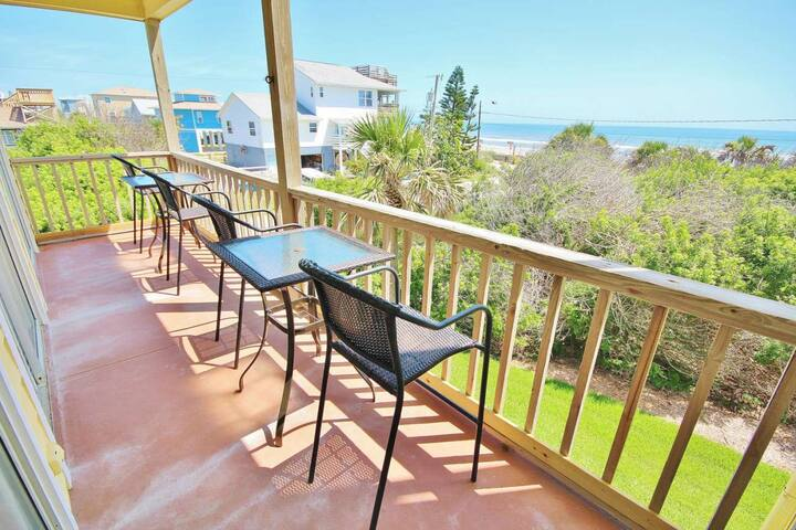 OCTM101 - Ocean Club at Turtle Mound 101 is a lovely oceanfront condo located at the south end of New Smyrna Beach in Bethune beach