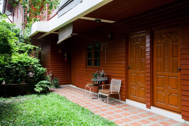 Tiptopthai House, Deluxe Rooms with garden view