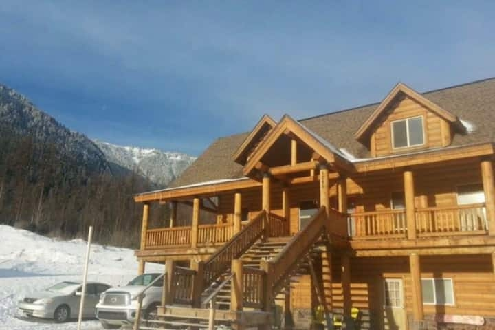 Custom Built Log Home with Mountain Views