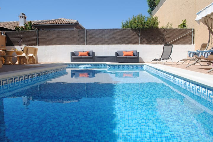 Private Pool, Detached Villa In Perfect Location