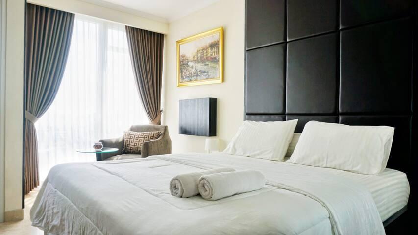 Homey Studio Room At Menteng Park Apartment