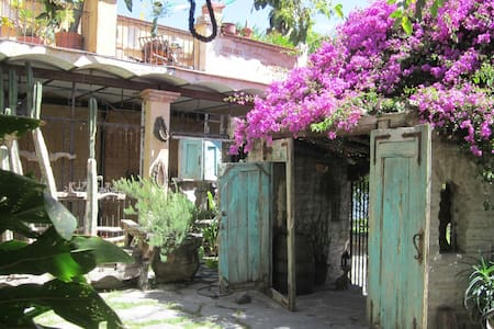 Adobe Walls Inn - Ajijic - Bed & Breakfast
