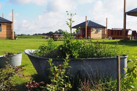 Origineel overnachten bij de boer (4p Hut Oost)