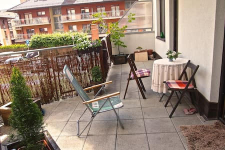 2 rooms, huge terrace, 18-mins from the Old Town - Apartment
