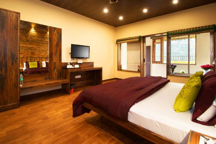 Super deluxe room with private close balcony