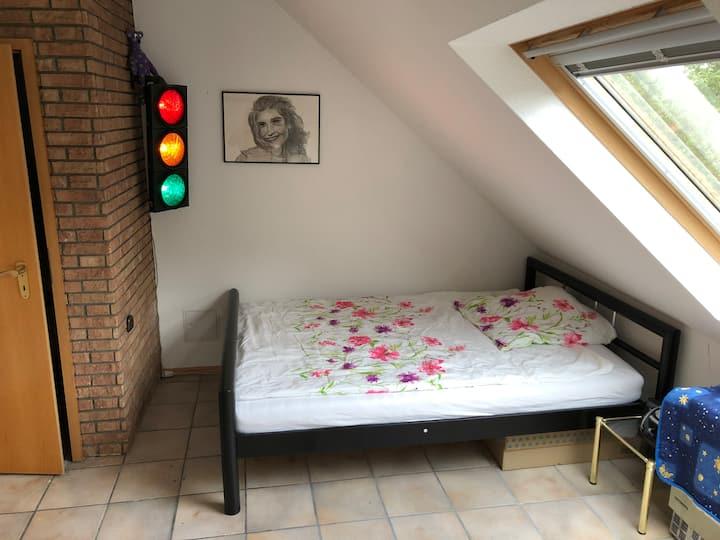 Möbliertes kleines Zimmer - zentrale ruhige Lage