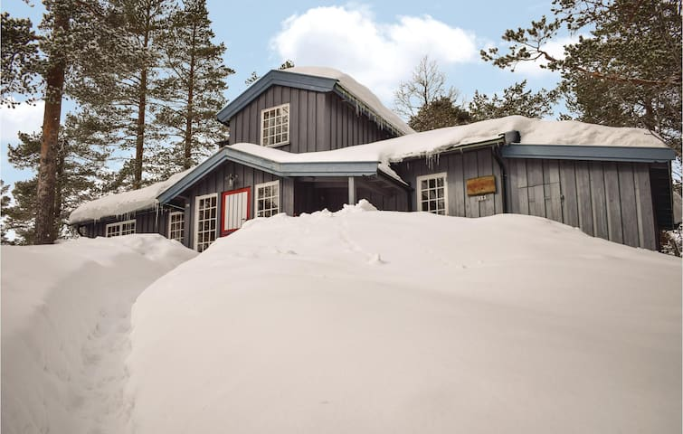 Holiday cottage with 5 bedrooms on 150m² in Noresund