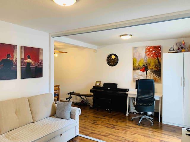 Modern style 1B/1B apartment, best of Santa Monica