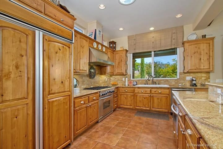 Private estate on Organic Farm with Tasting Room - Temecula - House