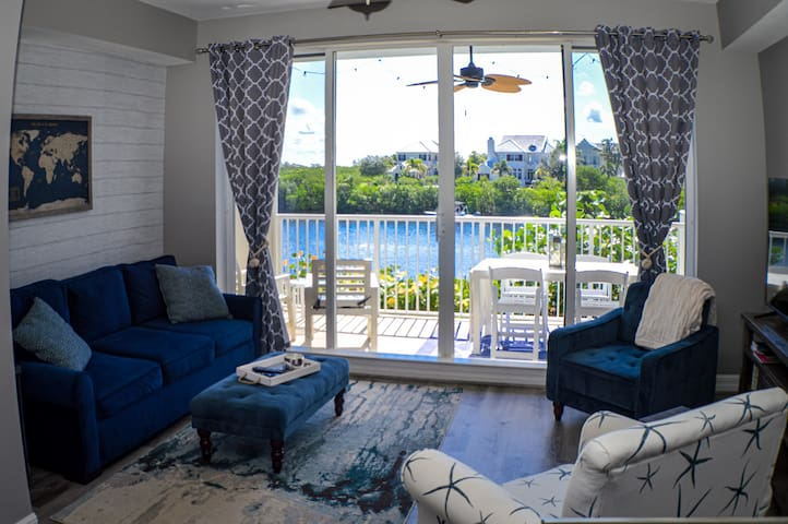 ★Coastal Getaway★4 Balconies★Private Beach Access