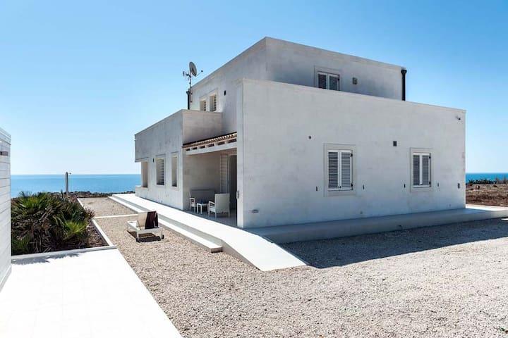 Luxury Holiday Home in Portopalo di Capo Passero with Pool