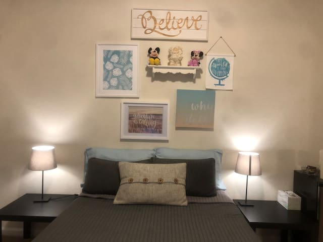 Comfortable private room close to Universal & more