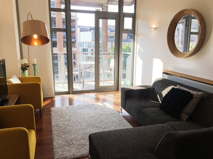 Bright / airy City Centre apartment with balcony