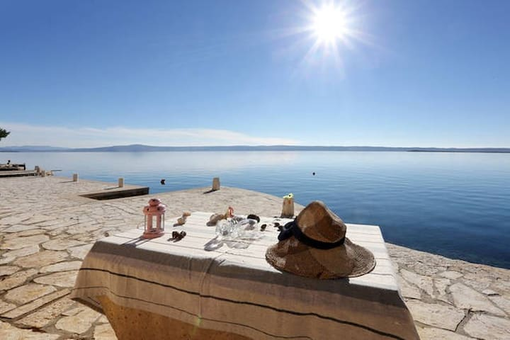 Apartment with amazing view just on the beach 1 - Starigrad