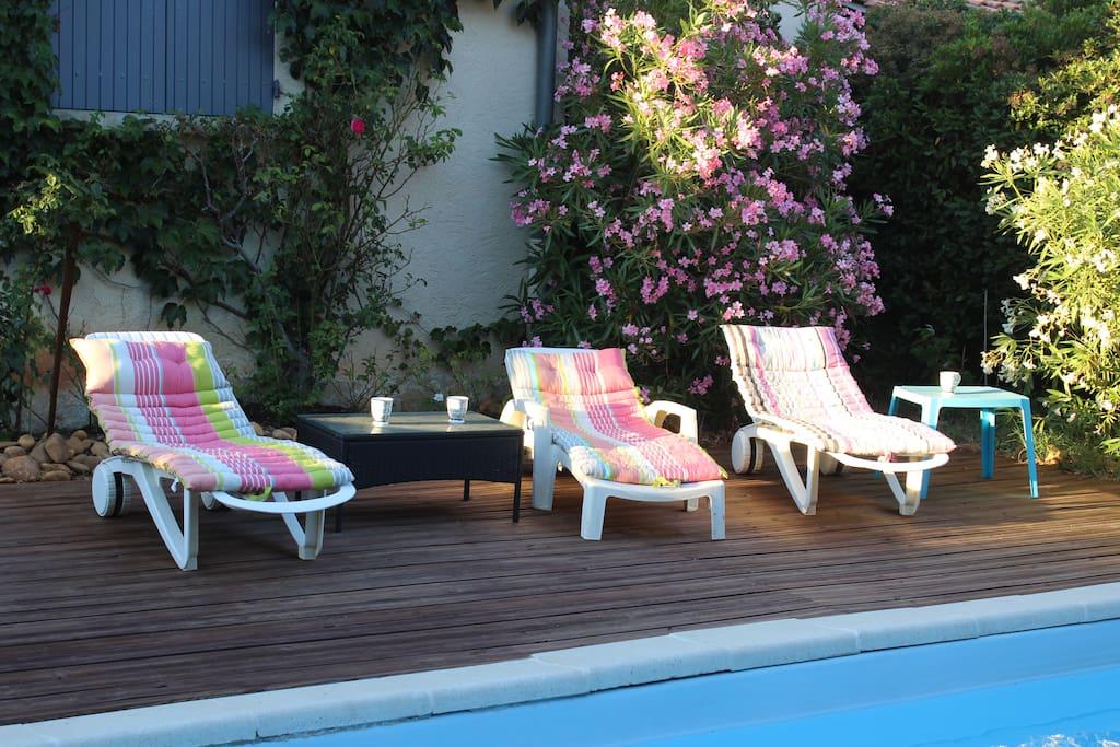 Maison jardin piscine wifi parking climatisation for Entretien jardin villeneuve les avignon