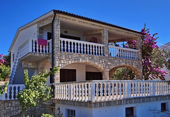 Vila Ivana III -apartment house 20m from the beach