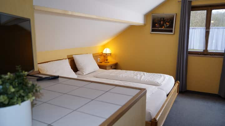 Doppelzimmer-Ensuite Dusche- Landgasthof Falken