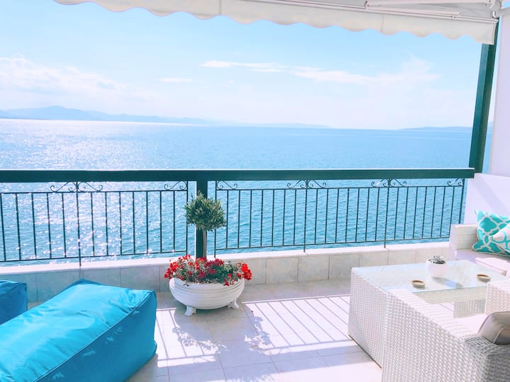Colours Seaview Apartment -1hr 10mins to Airport