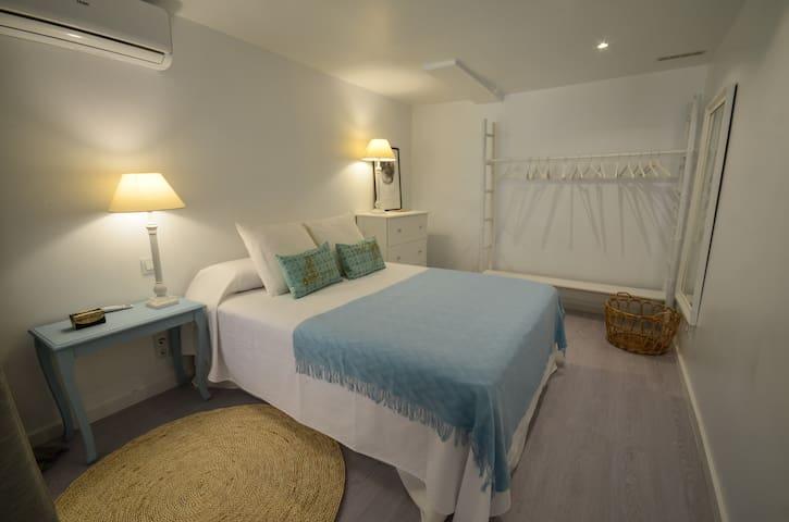 Habitación de matrimonio con colchón de viscoelástica