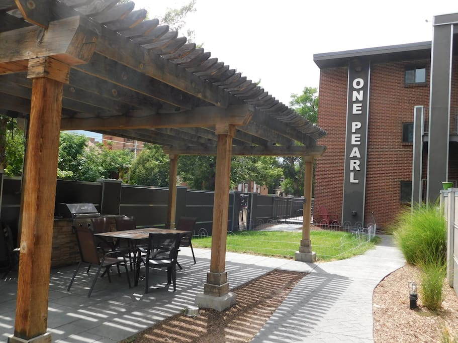 Courtyard - with a grill and seating