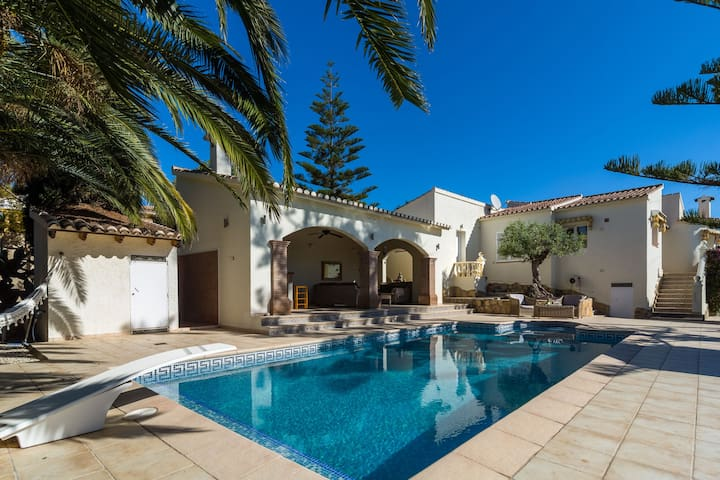 Detached villa with private swimming pool and large veranda with outdoor kitchen near Moraira