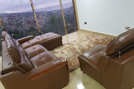Fully furnished 2 bedroom/ bright and cosy