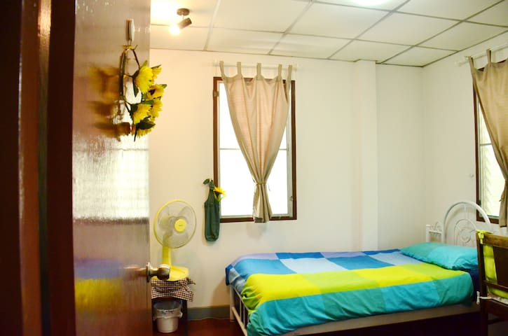 easy private room for single or couple.