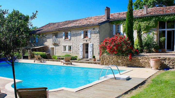 La Bomba - A Stunning Farmhouse with Private Pool