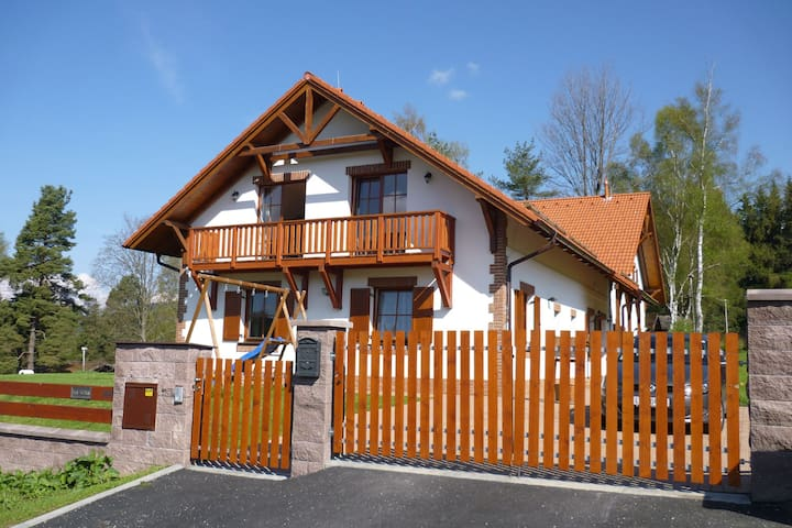 Charming, luxurious villa in excellent location nearby a lake