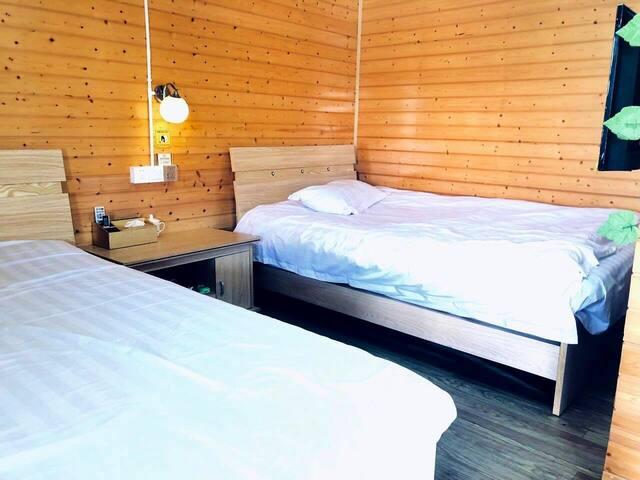 干净明亮整洁的双床房 清新木屋 别致体验渔民惬意生活