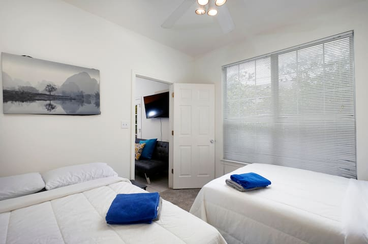 ~PRIVATE ROOM SHARED BATH 2 QUEEN BEDS, FREE PRKNG