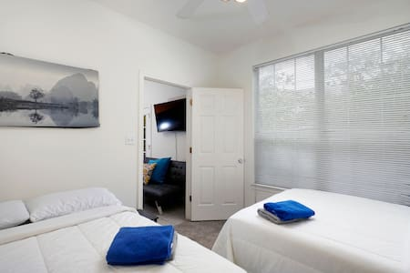 {PRIVATE ROOM SHARED BATH 2 QUEEN BEDS, FREE PRKNG
