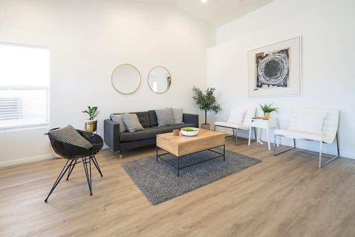 Clean, modern & spacious 3 bed/2 bath retreat