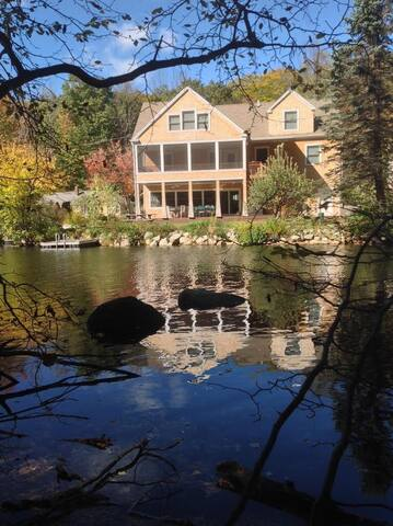 WOO22W - Lake Waukewan Luxury Waterfront