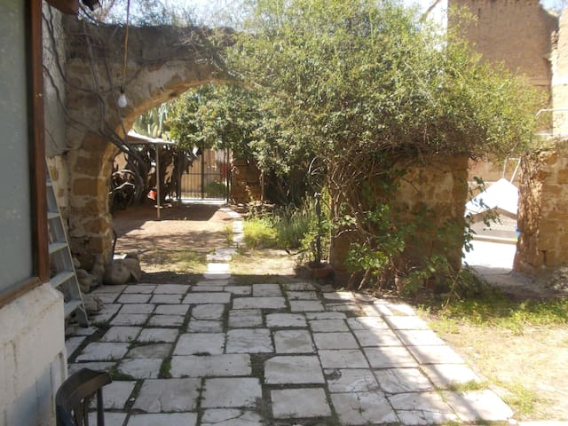 Beautiful private studio in the old town - Nicosia - House